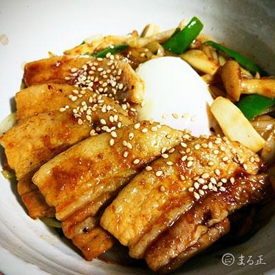 豚焼き丼 甘辛醤油仕立てfeat.温泉卵