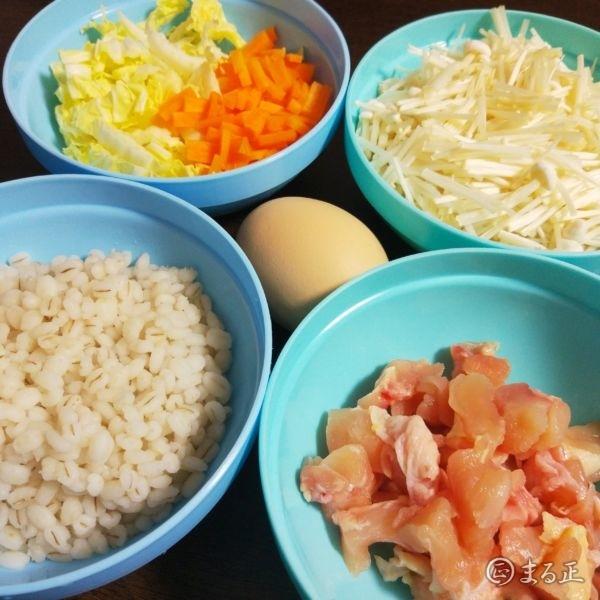 もち麦雑炊の材料の写真