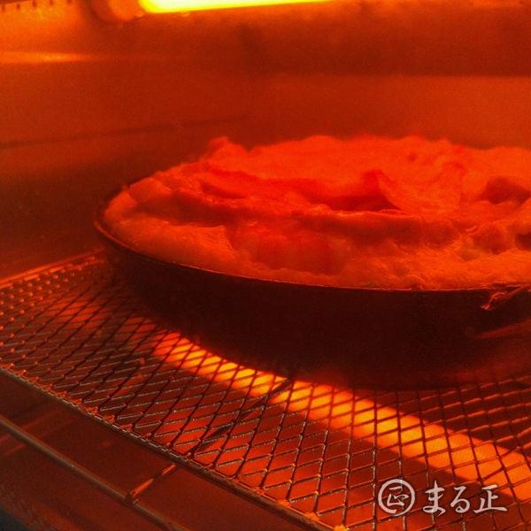 山芋鉄板をトースターで焼いている写真