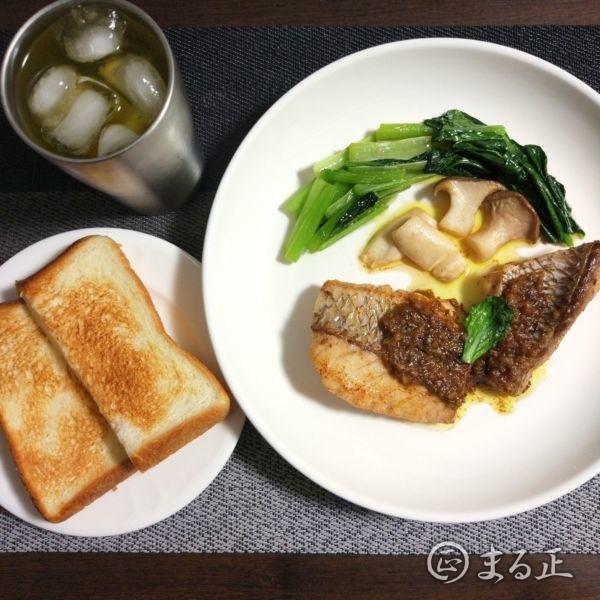 写真:真鯛のポアレをトーストと共に